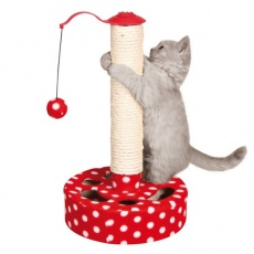 Játékkal ellátott kaparófa cicáknak